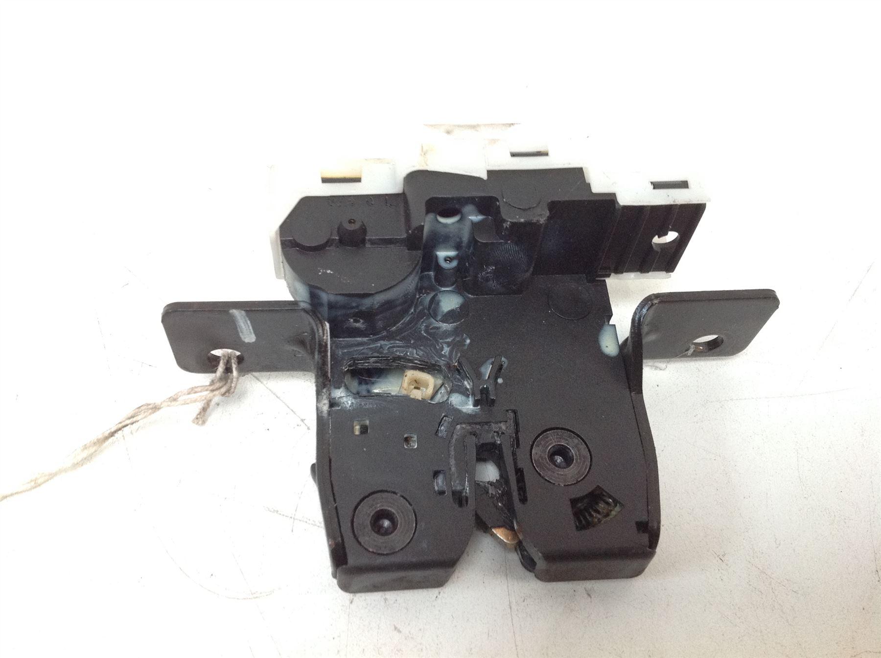 renault clio mk3 2005 2009 tailgate boot locking motor. Black Bedroom Furniture Sets. Home Design Ideas
