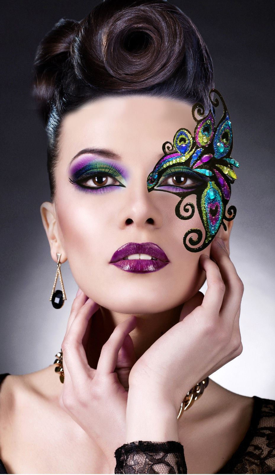 It's not a real Mardi Gras celebration without some gorgeous Mardi Gras makeup looks to get you inspired! Today, it's all about splashing some color and calling attention to your eyes! Mardi Gras is on February 28th and even if you aren't heading to New Orleans to partake in the festivities.