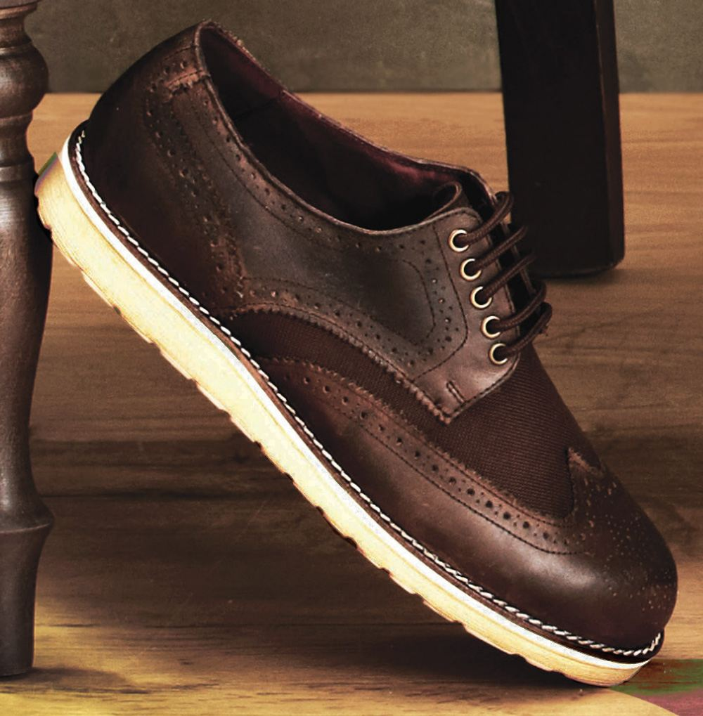 Brown Eather Shoes With Rubber Soles That Lace
