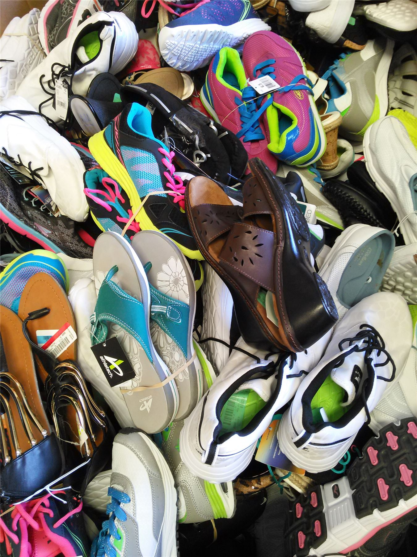Wholesale Pallet of 362 pairs Assorted NEW Women shoes footwear mixed  styles sizes brands