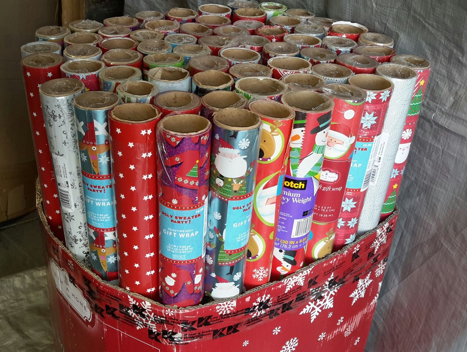 Wholesale Pallet of Assorted Christmas Wrapping Paper ...