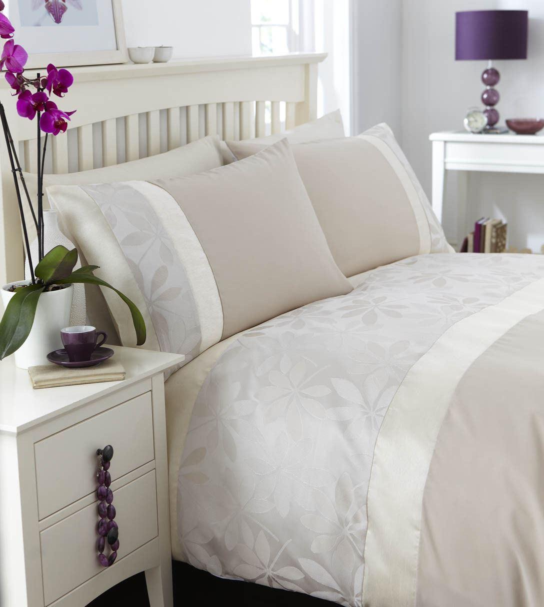 couette double. Black Bedroom Furniture Sets. Home Design Ideas