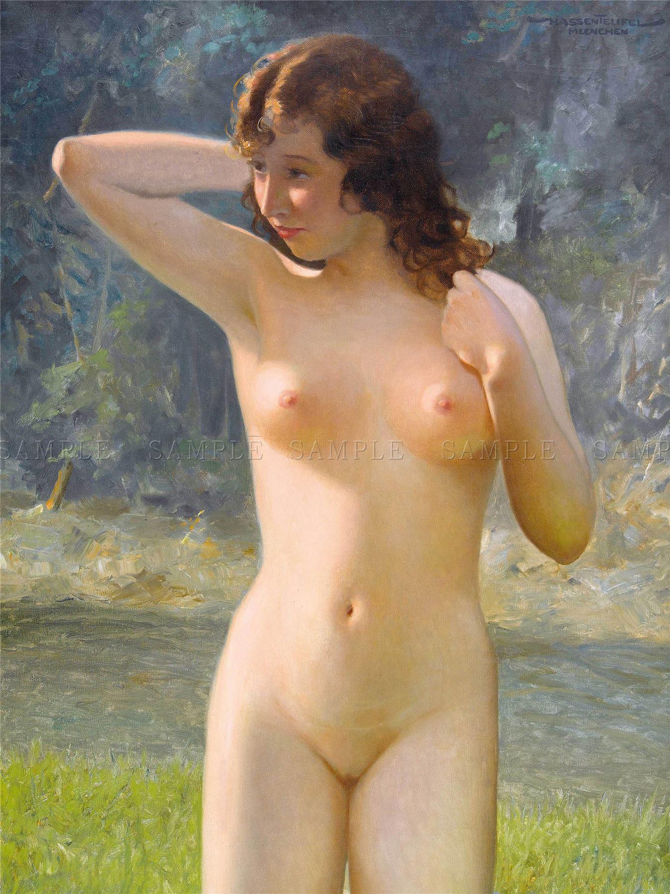 Une femme enceinte et nue passe presque inaperue dans le