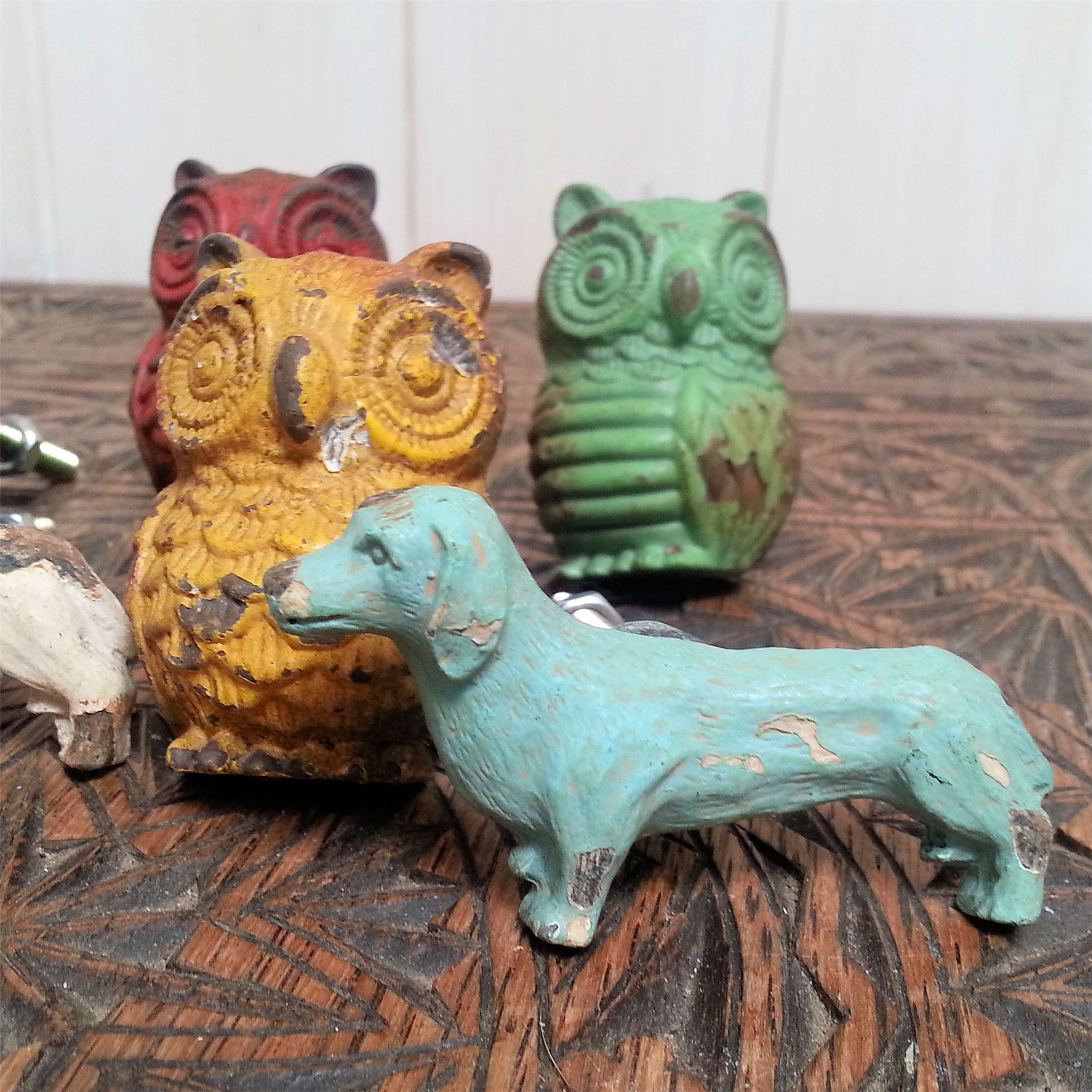 DOGS OWL SWALLOWS DOOR KNOBS DRAWER PULLS HANDLES METAL VTG PAINTED BIRDS DECOR