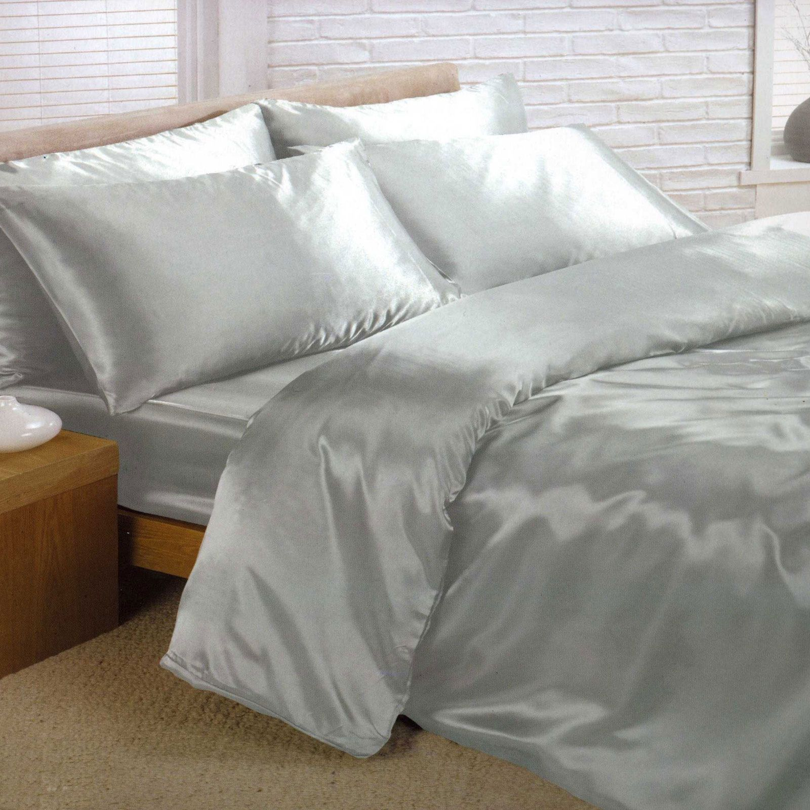 Silver satin super king duvet cover fitted sheet and 4 for Parure de lit 240x260