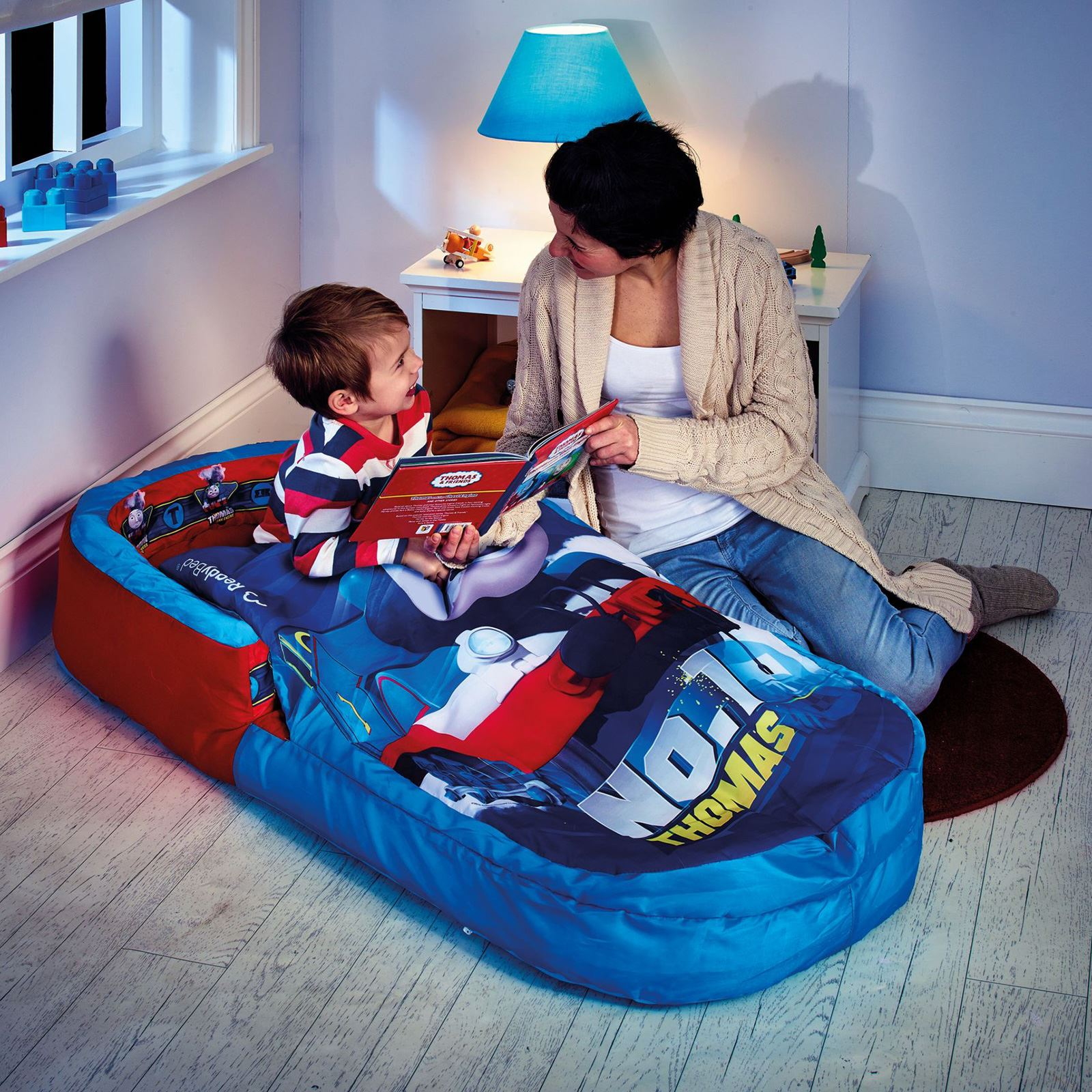 Ni os cama hinchable de aire ideal para camping for Muebles hinchables