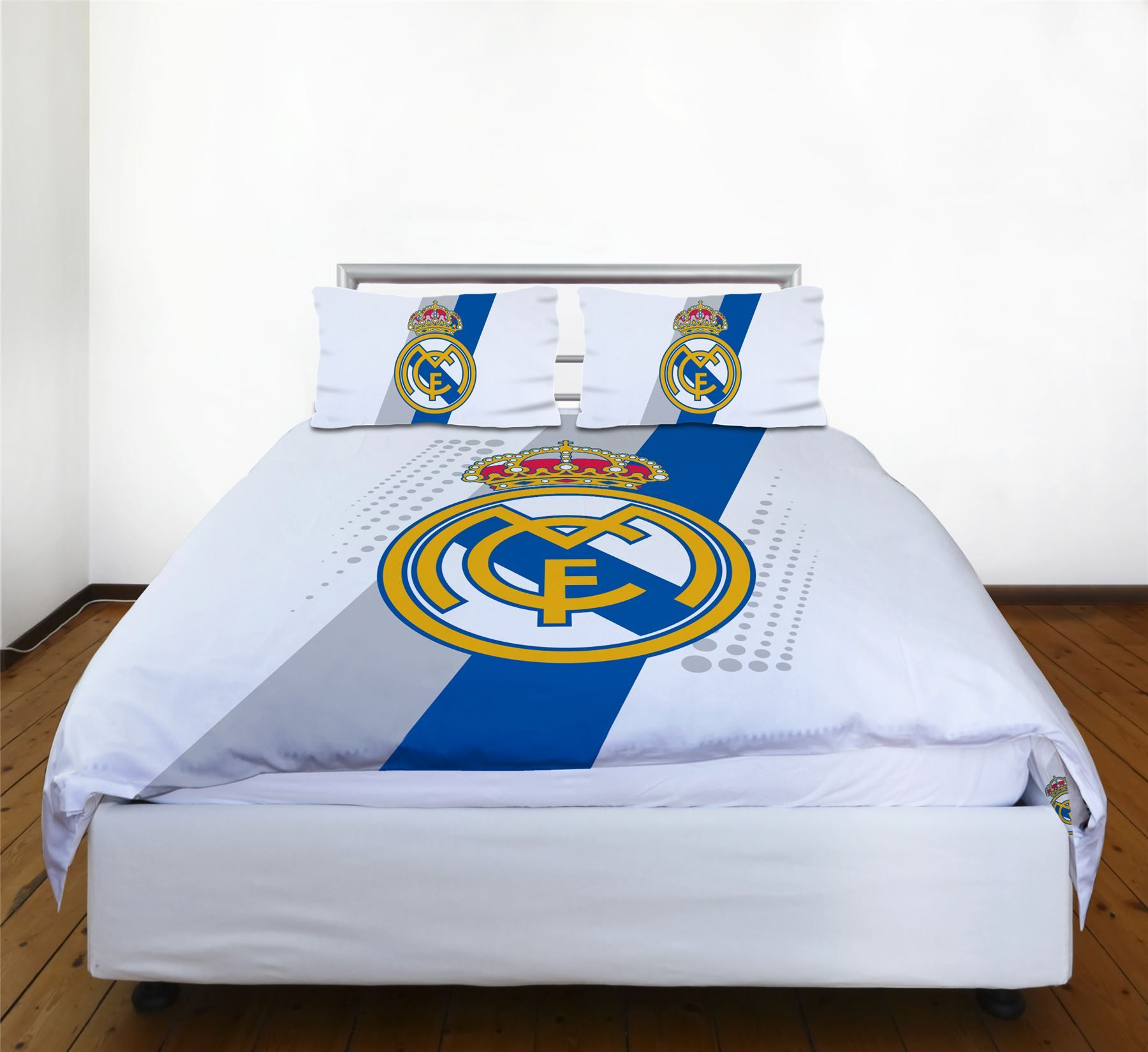Real madrid bedding and bedroom accessories football boys official new free p p ebay - Real madrid decorations ...