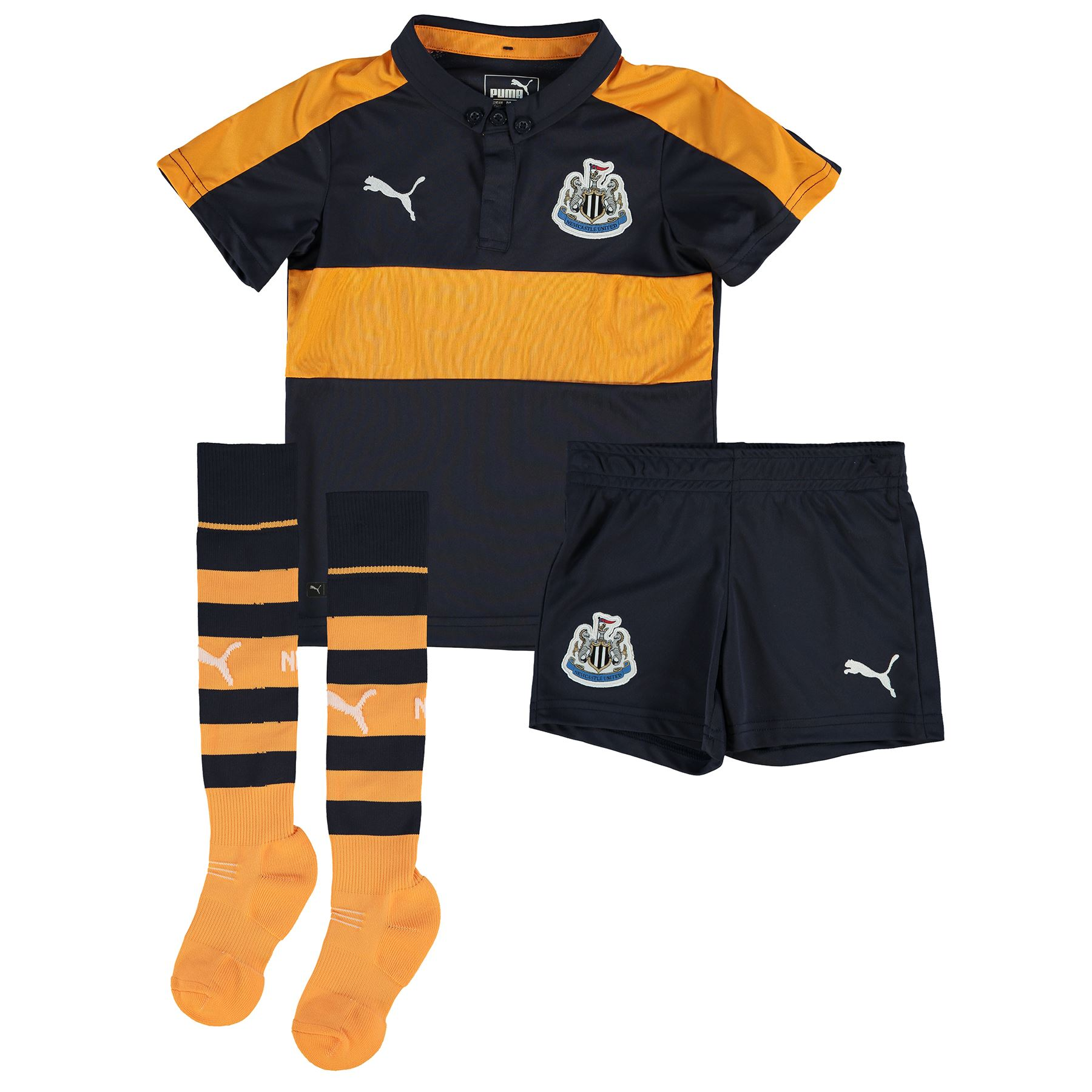 Create the perfect football kit for kid and choose you favourite colour. Available at the best prices of the market. Online football goalkeeper store for buying boots, gloves and shin pads as well as for finding news, interviews and forums for goalkeepers.