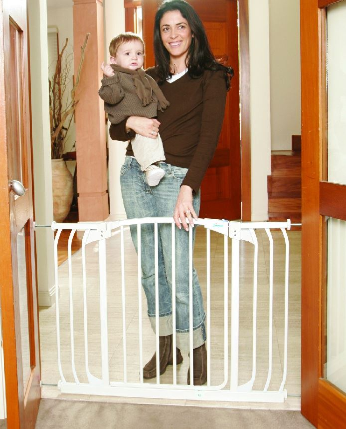 Dreambaby Hallway Wide Baby Safety Barrier Stair Gate