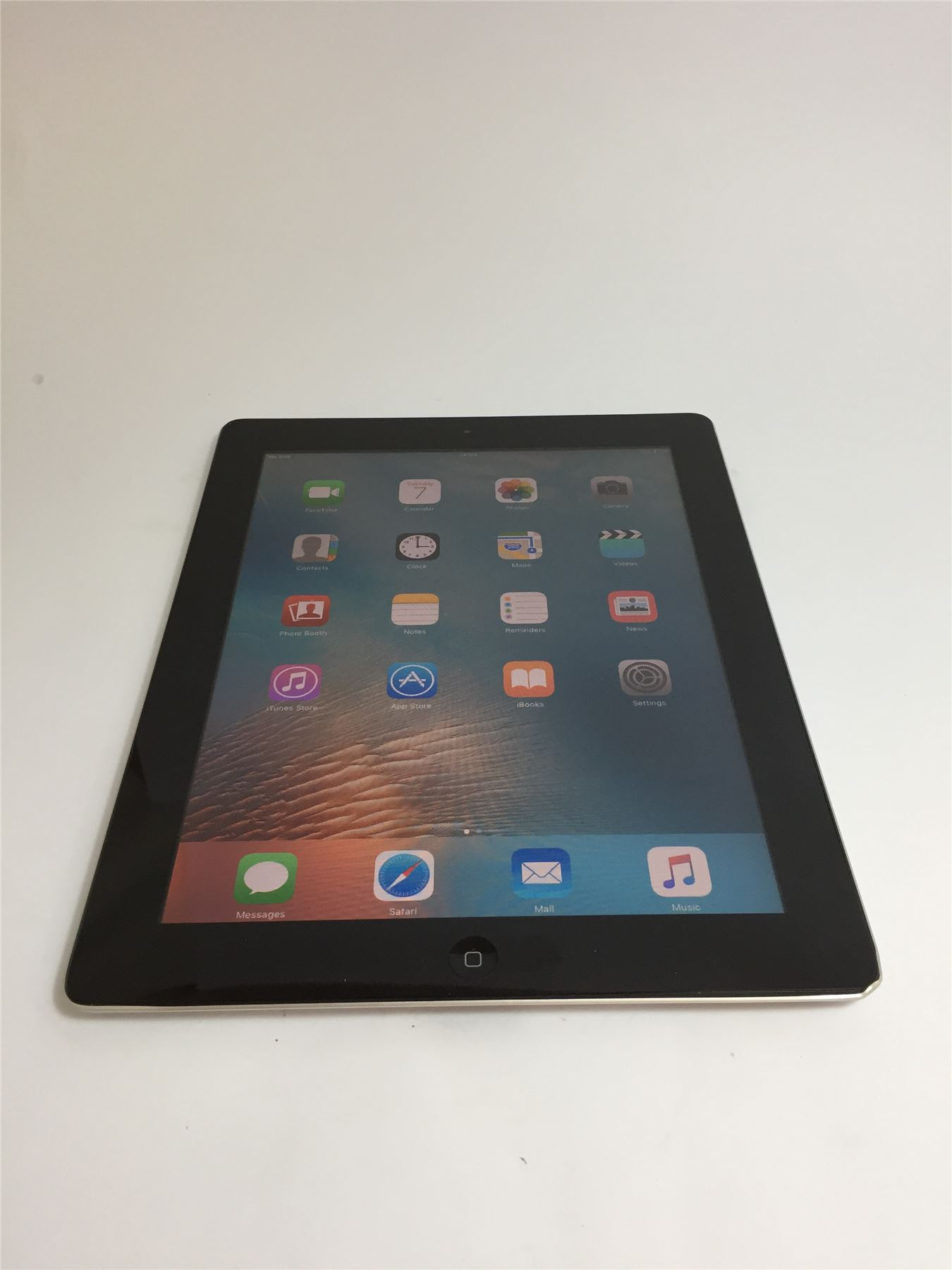 apple ipad 2 a1396 black 32gb wifi and 3g ios 9 3 5. Black Bedroom Furniture Sets. Home Design Ideas