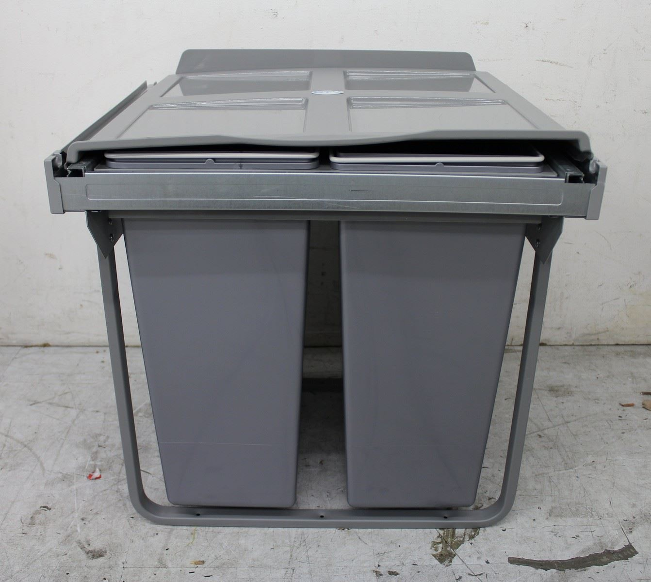New gtv pull out kitchen waste soft close bin for 600mm for Kitchen cabinets 600mm