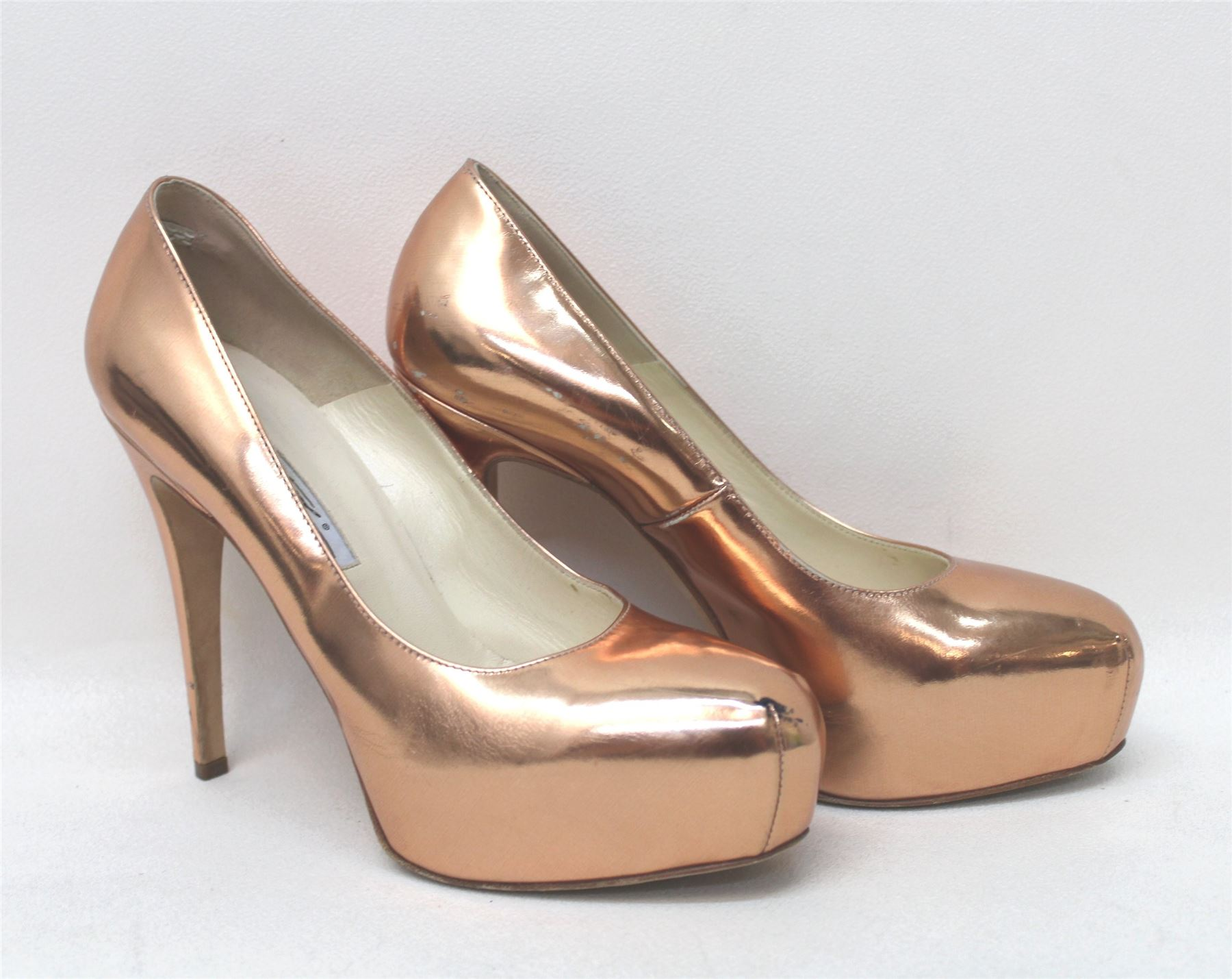 Lulus Exclusive! Make every outfit a special one in the Lulus Audrina Copper Ankle Strap Heels! Metallic vegan leather shapes this minimalist, single sole silhouette with slender toe strap, structured heel cup, and ankle strap with covered buckle.4/5(44).