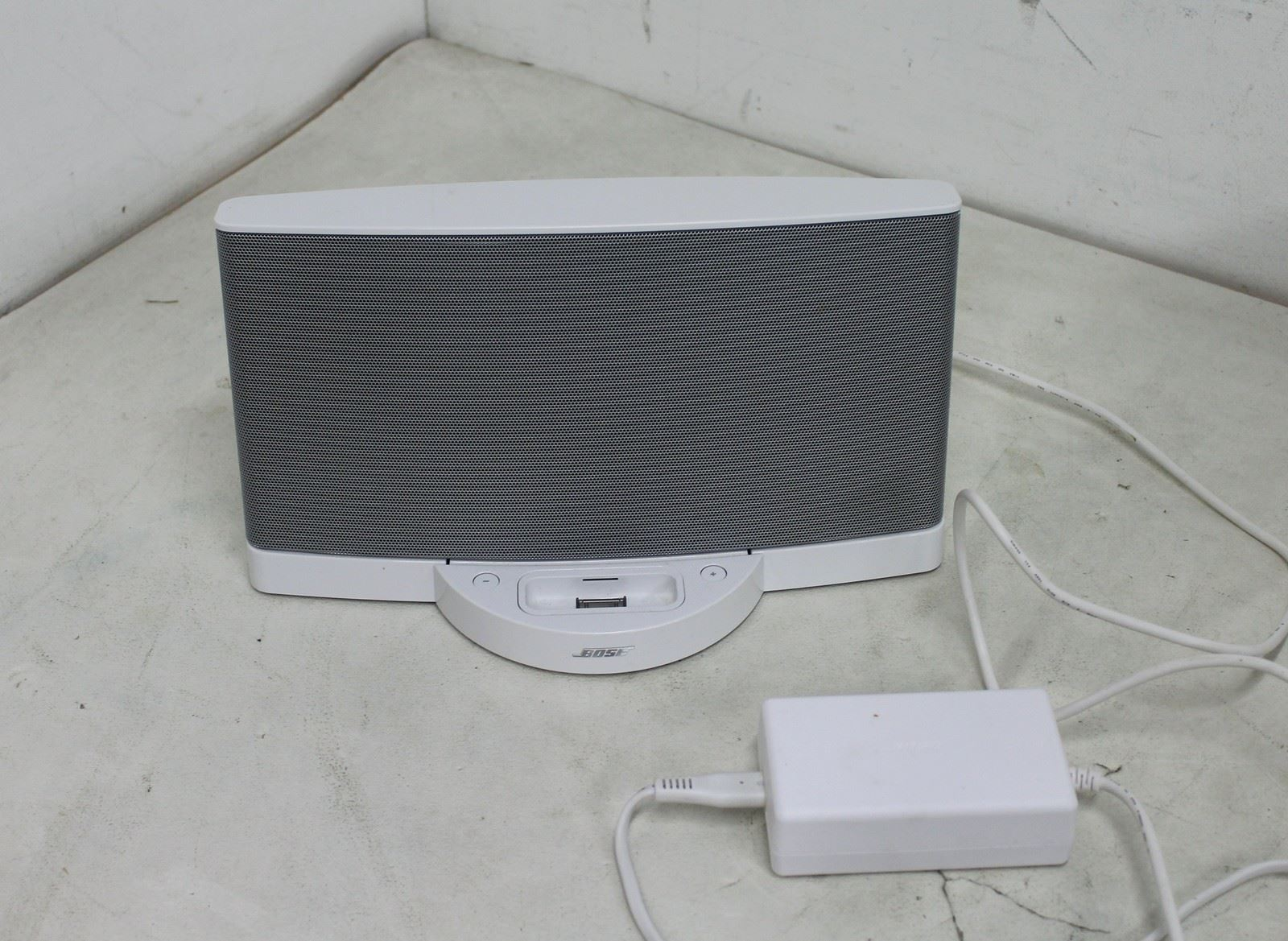bose sounddock 2 ipod iphone white portable sound system. Black Bedroom Furniture Sets. Home Design Ideas