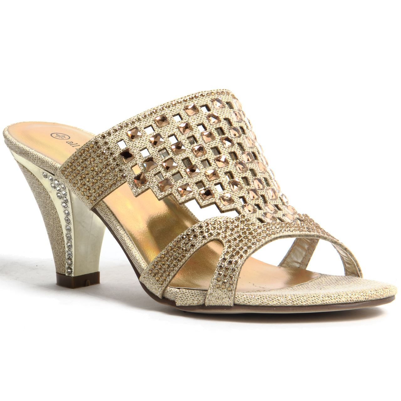 From Flats Sandals to Party Wear Sandals for Ladies Paytm Mall is Here Paytm is a kind of mall where all the varieties and new is incorporated without deviating from the quality standards. Each day is a day to celebrate so just add elegance to the day by having a new collection before everyone gets there.