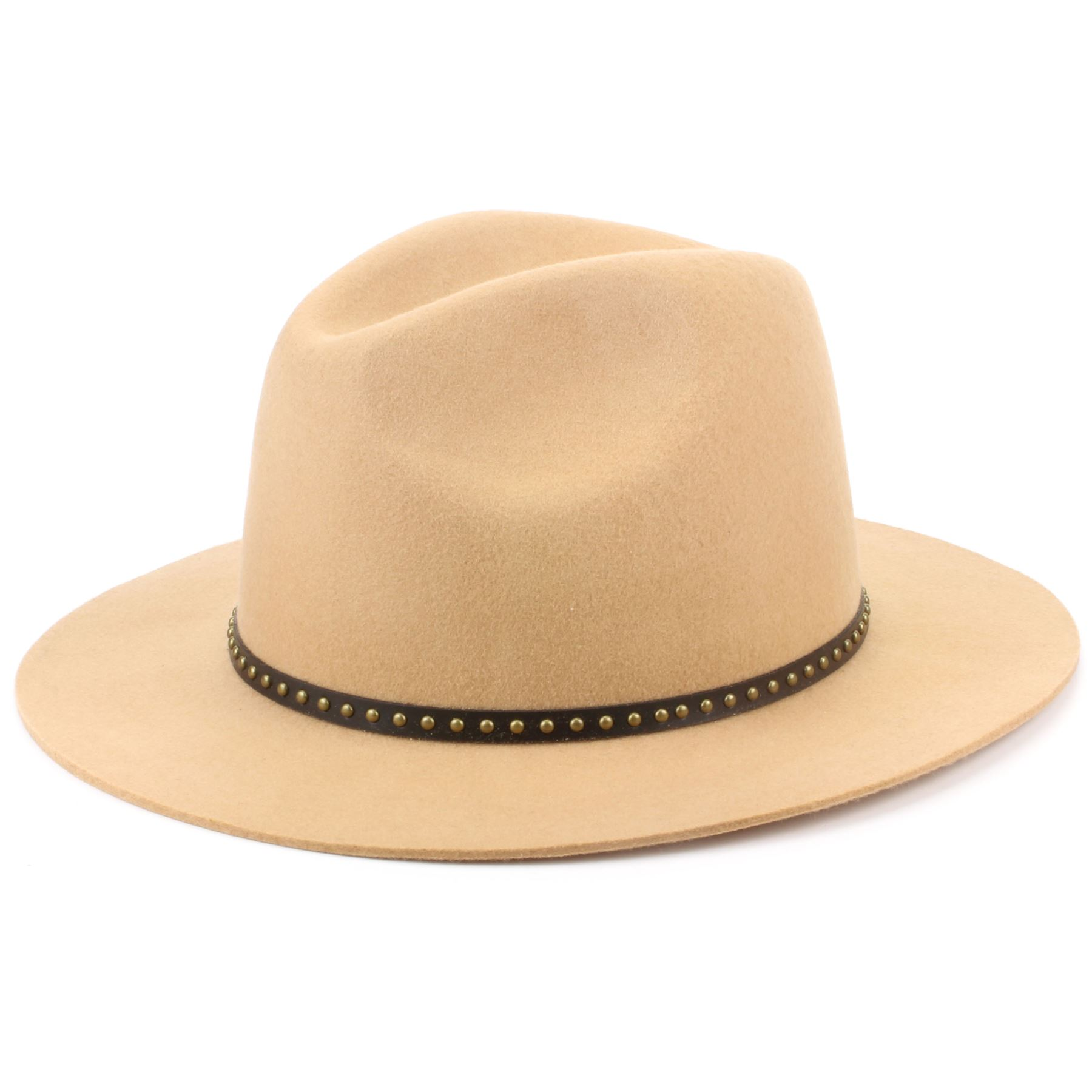 Customize your avatar with the Beige Pith Helmet and millions of other items. Mix & match this hat with other items to create an avatar that is unique to you!