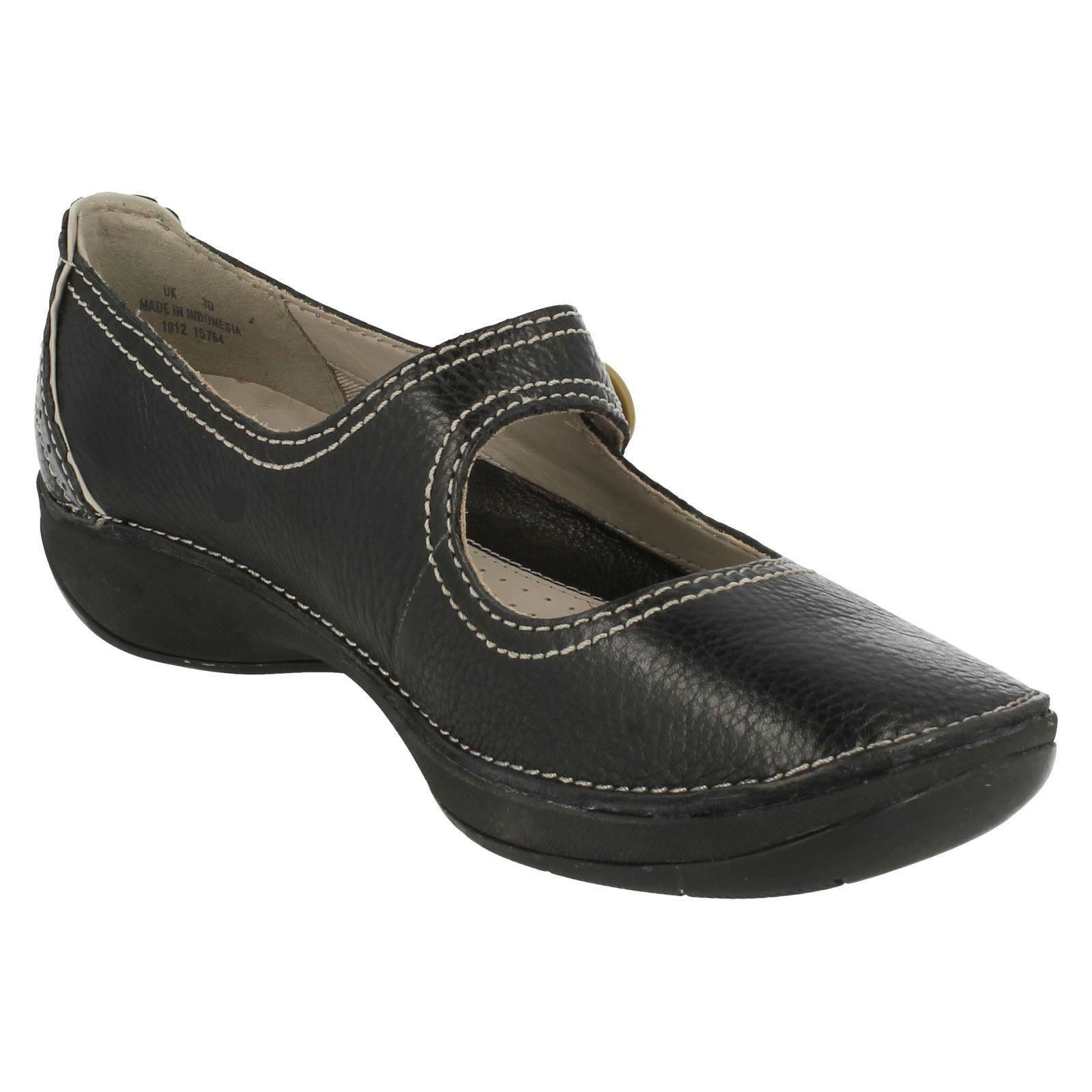 Clarks Ladies Navy Flat Shoes