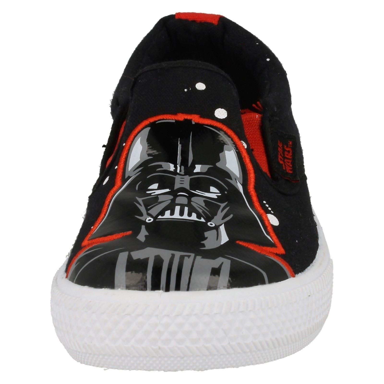 Give in to the Dark Side and get your junior Sith Lord the coolest footwear in the galaxy with these boy's Star Wars athletic shoes from CATAPULT.
