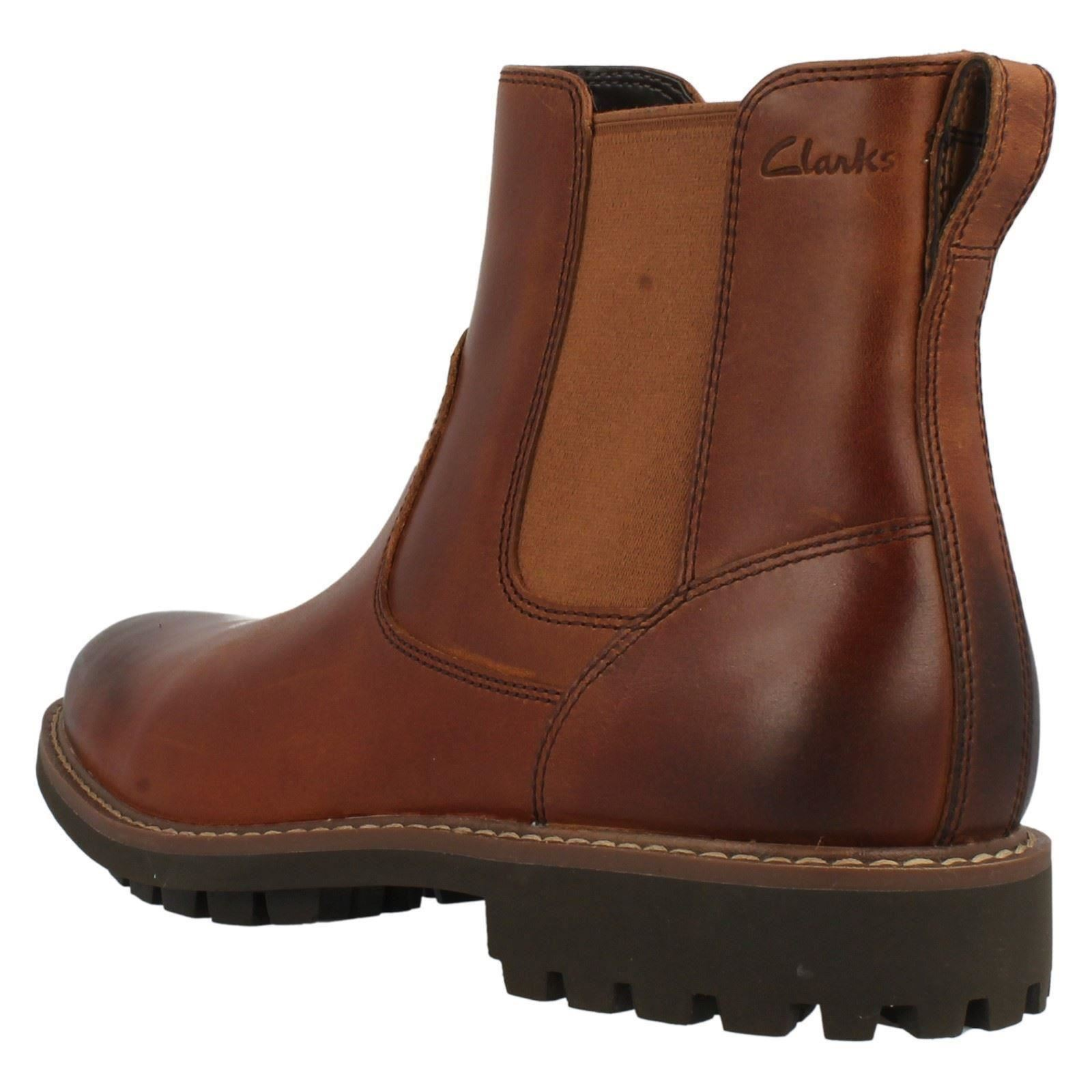 Looking for a pair of men's Chelsea boots for the fall and winter seasons? With all colors and sizes and variety of styles and features, we have the best collection of fashionable Chelsea boots for men.