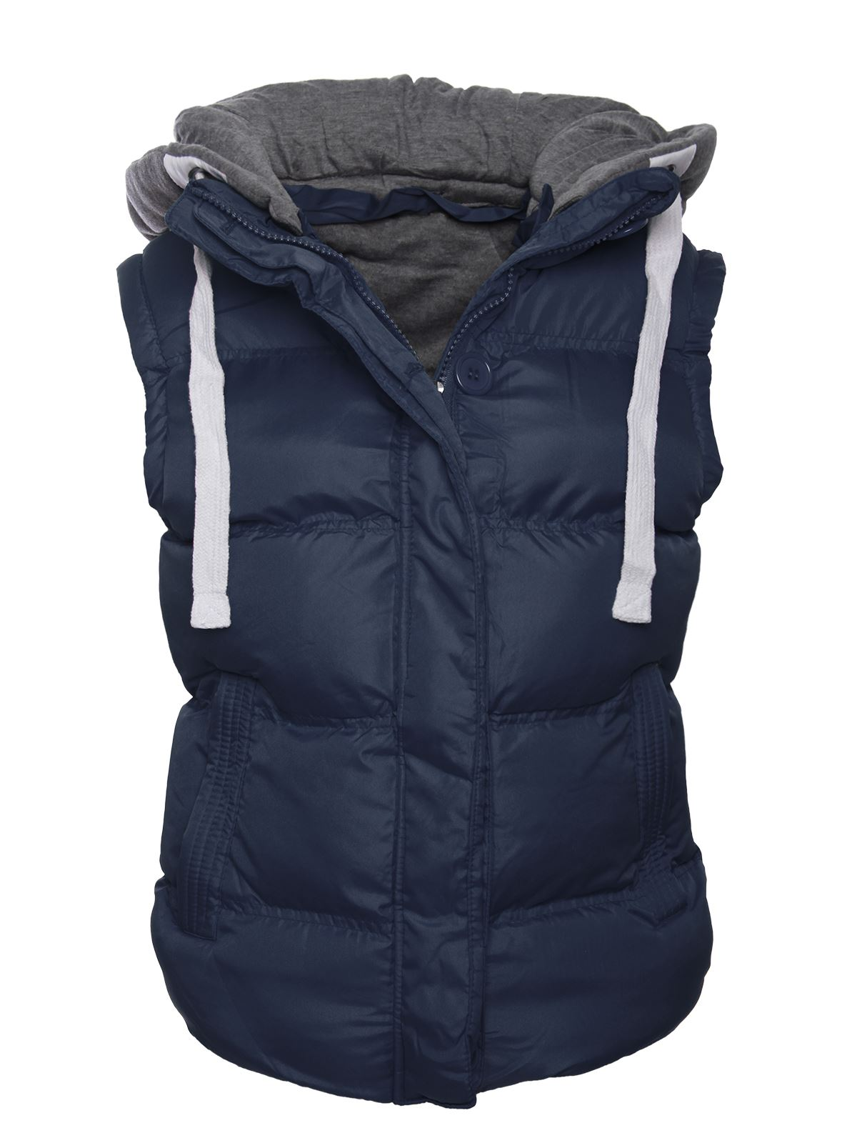 Perfect for keeping the body warm the Fluela Gilet is an outerwear piece perfect from autumn. Padded to keep you insulated, this gilet has a detachable hood with a faux-fur trim for some apres-ski style, plus it has zip pockets to keep your cards and cash extra secure.