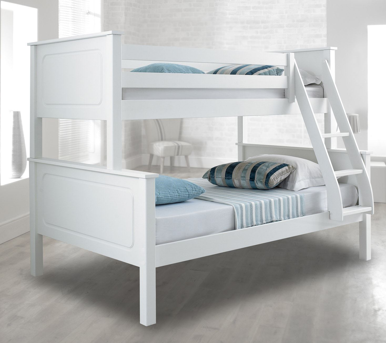 Happy beds vancouver 4ft bunk bed triple sleeper solid for Triple bunk bed
