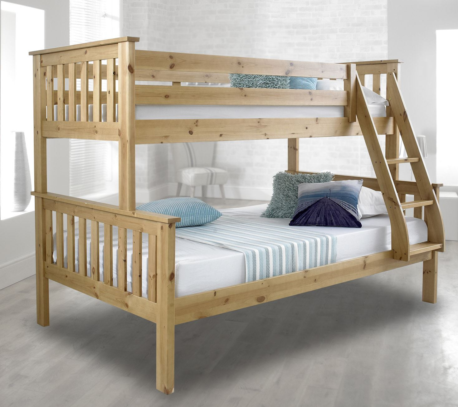 Happy beds atlantis solid wood triple sleeper bunk bed 3ft for Triple bunk bed