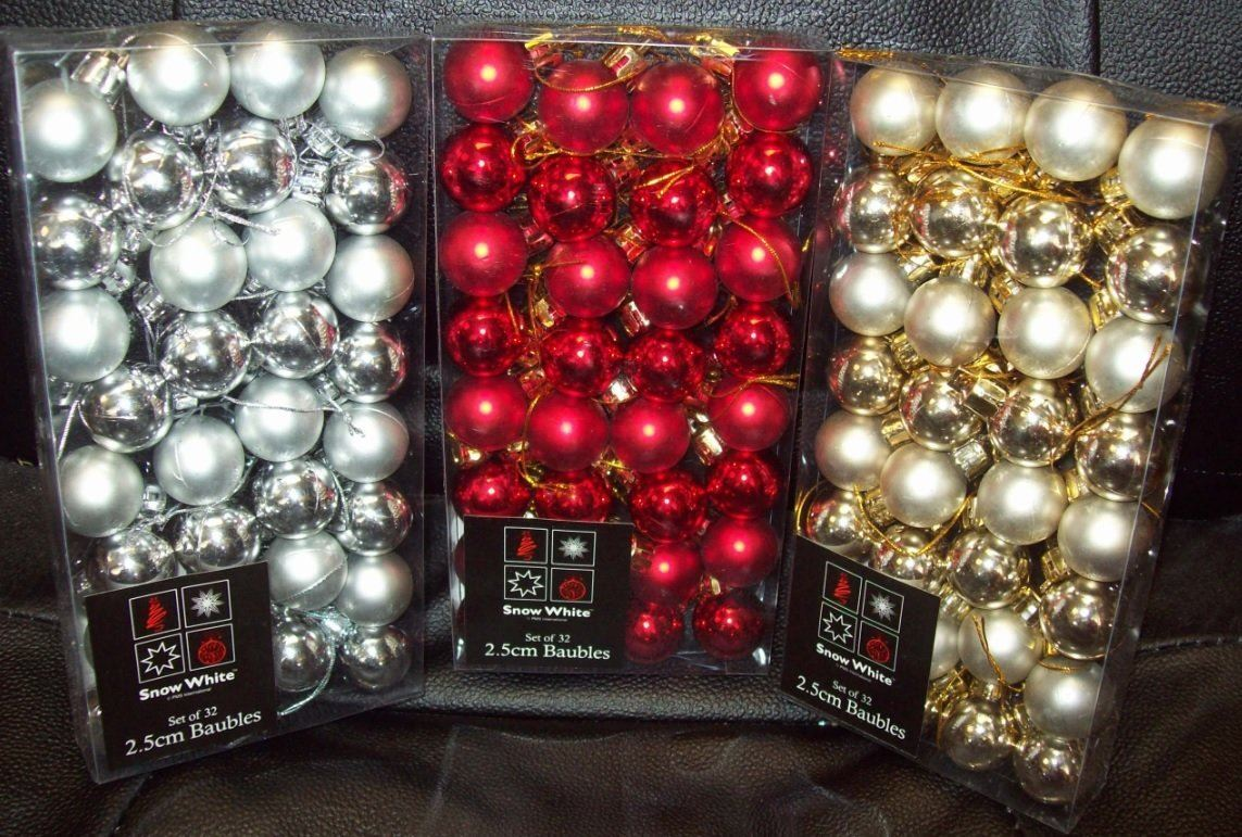 96 gold silver red small christmas tree baubles balls 25mm for Small gold christmas ornaments