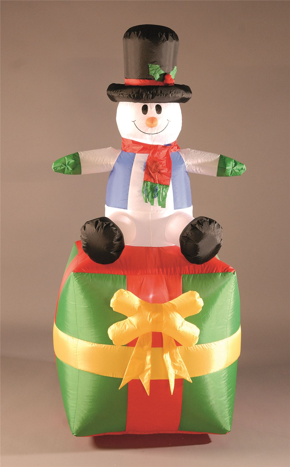 New outdoor and indoor inflatable christmas decorations for Beautiful indoor christmas decor