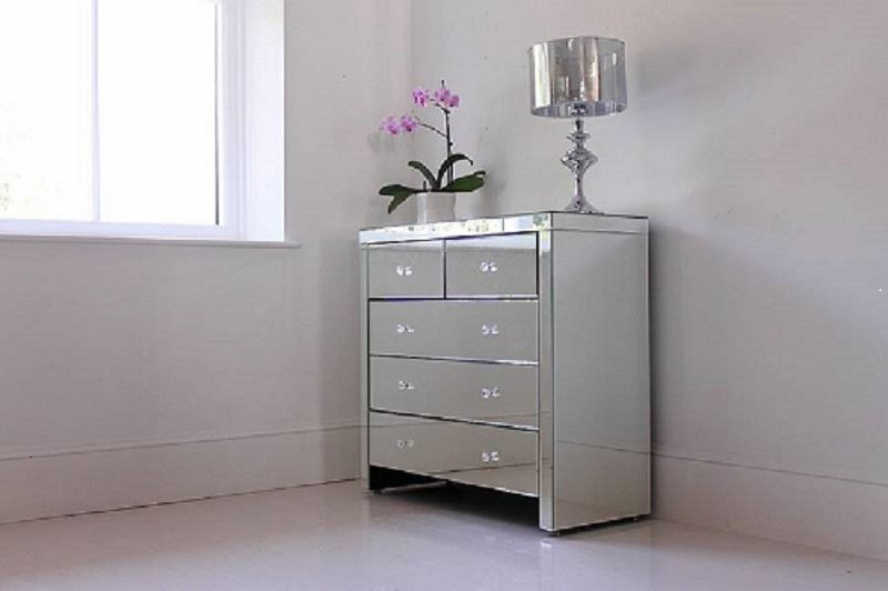 Modern bedroom mirrored glass chest of 5 drawer table for Mirrored drawer unit