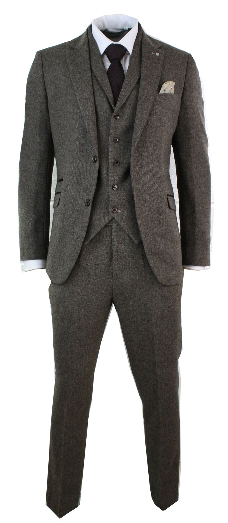 All Empire Outlet tweed suits are exquisitely hand made to order, with meticulous attention to detail. Quintessential British styling at it's best, you'll look every inch .