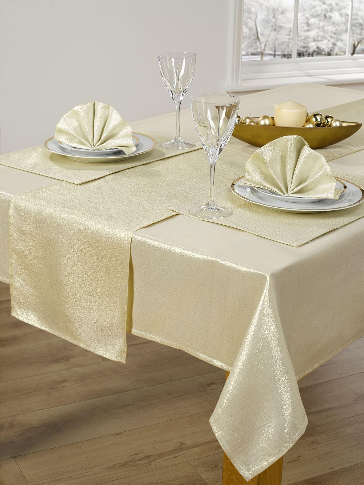14 Piece Christmas Table Cloth Linen Set Napkins Runner