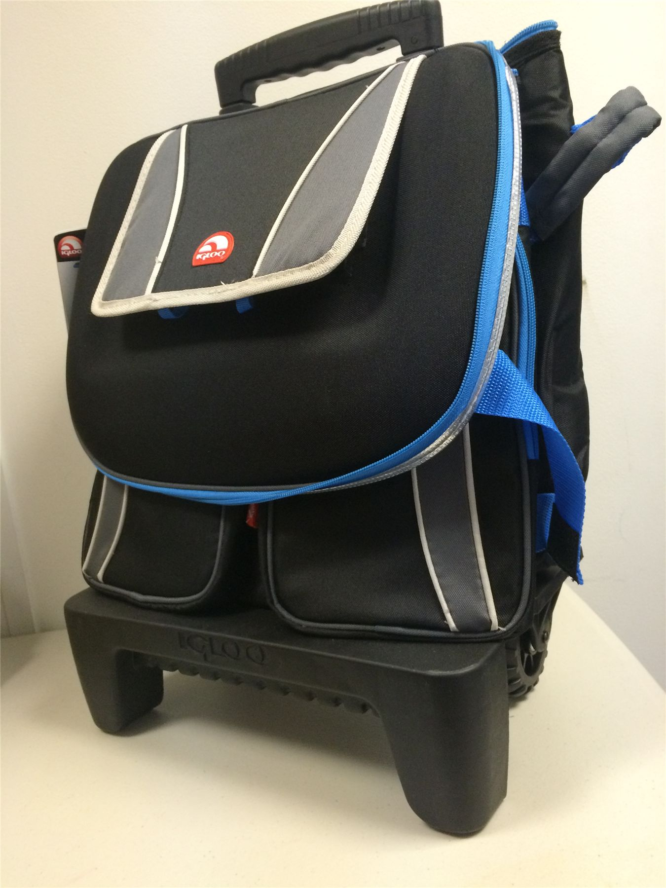 Igloo Maxcold Collapsible 50 Can Rolling Cooler Cool Bag
