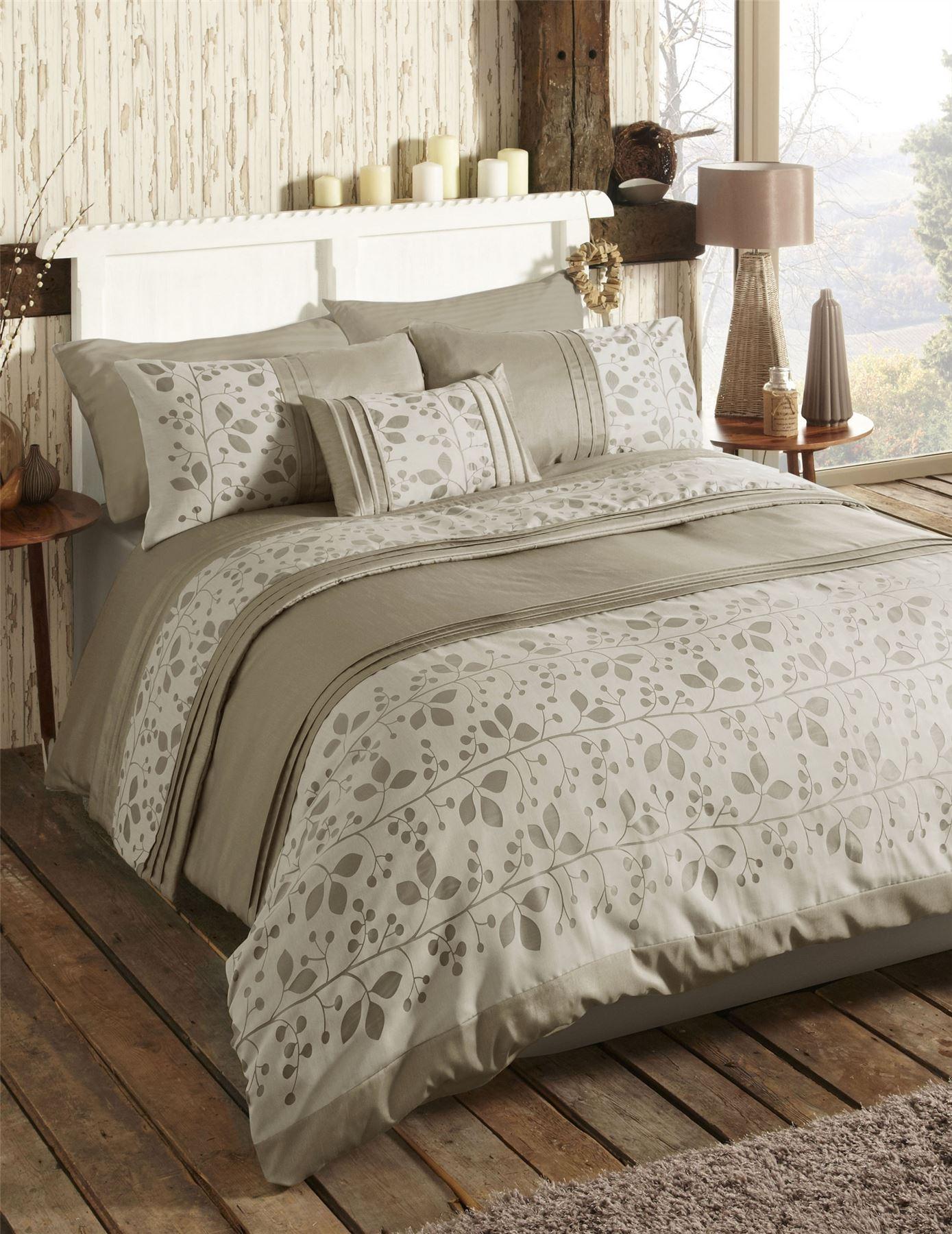 modern leaf nature themed quilt duvet cover bed sets. Black Bedroom Furniture Sets. Home Design Ideas