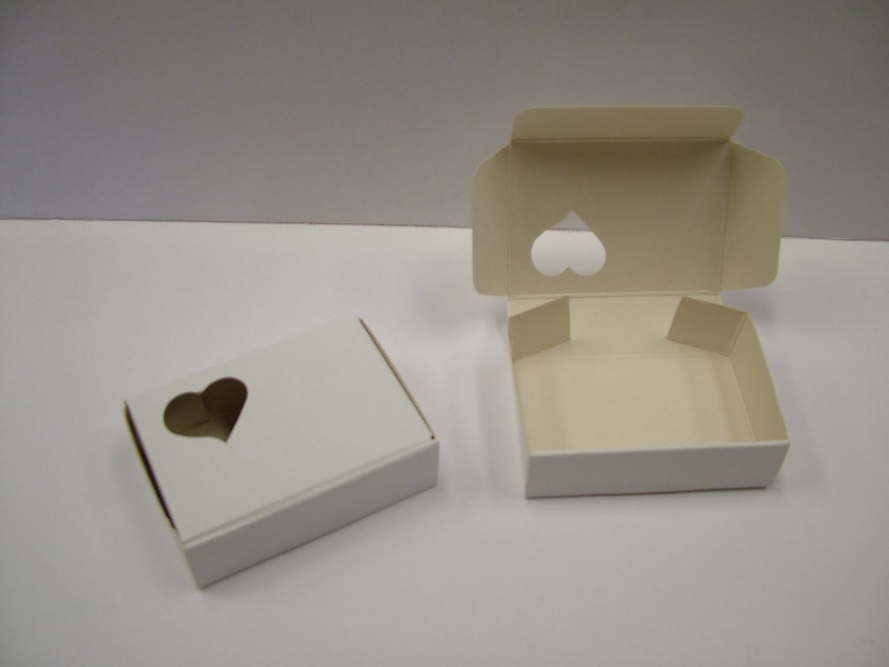 small white cake slice boxes pack of 100 uk made free p p ebay. Black Bedroom Furniture Sets. Home Design Ideas