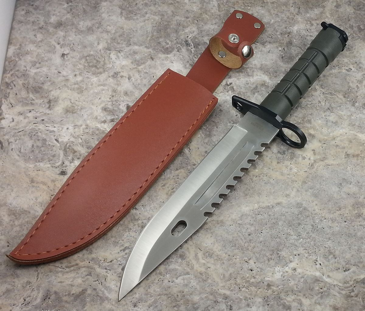 how to use a bowie knife in combat