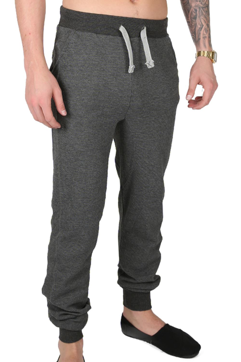 At Russell Athletic®, we believe that comfort, fashion and high performance can all exist in men's sweatpants. Our men's workout sweatpants and joggers with and without pockets capitalize on .
